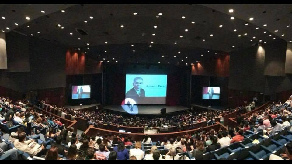 Roberto Hablando Publico Guadalajara